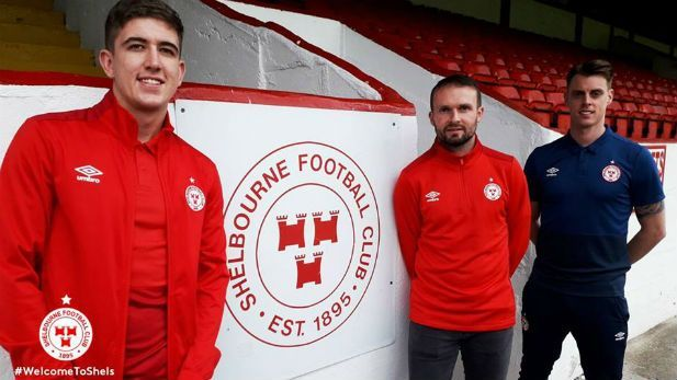 New signings Conan Bryne and Oscar Bennan with Shelbourne Manager Ian Morris.