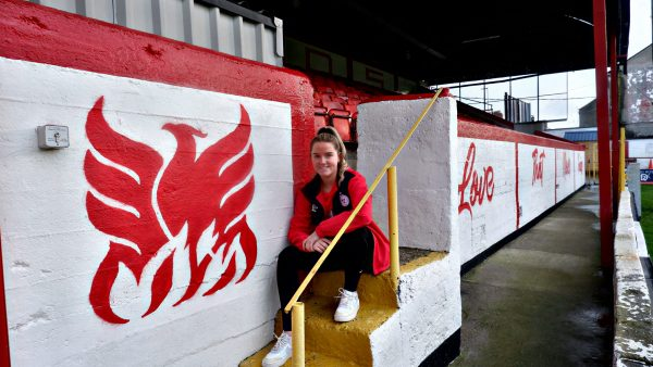 Jessie Stapleton signs for Shels
